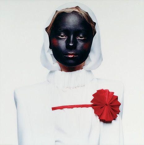 WIT is een tentoonstelling in het Nederlands Fotomuseum, waar fotografie, design, kunst, mode, film, en interieur samenkomen door een overkoepelend thema: de kleur wit. Het voordeel van deze presentatie wijze, is dat de beelden elkaar versterken, en onderling nieuwe verbanden aangaan doordat ze bij elkaar worden geplaatst.