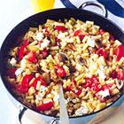 Macaroni met roomkaas en champignons bevat per portie 664 kcal 20 g eiwit 30 g vet 85 g koolhydraten ingrediënten 200 g macaroni 2 eetlepels olijfolie 2 preien, in ringen 6 champignons, in vieren 4 tomaten, grof gehakt 100 g roomkaas met knoflook en kruiden (bijvoorbeeld Boursin of Paturain)