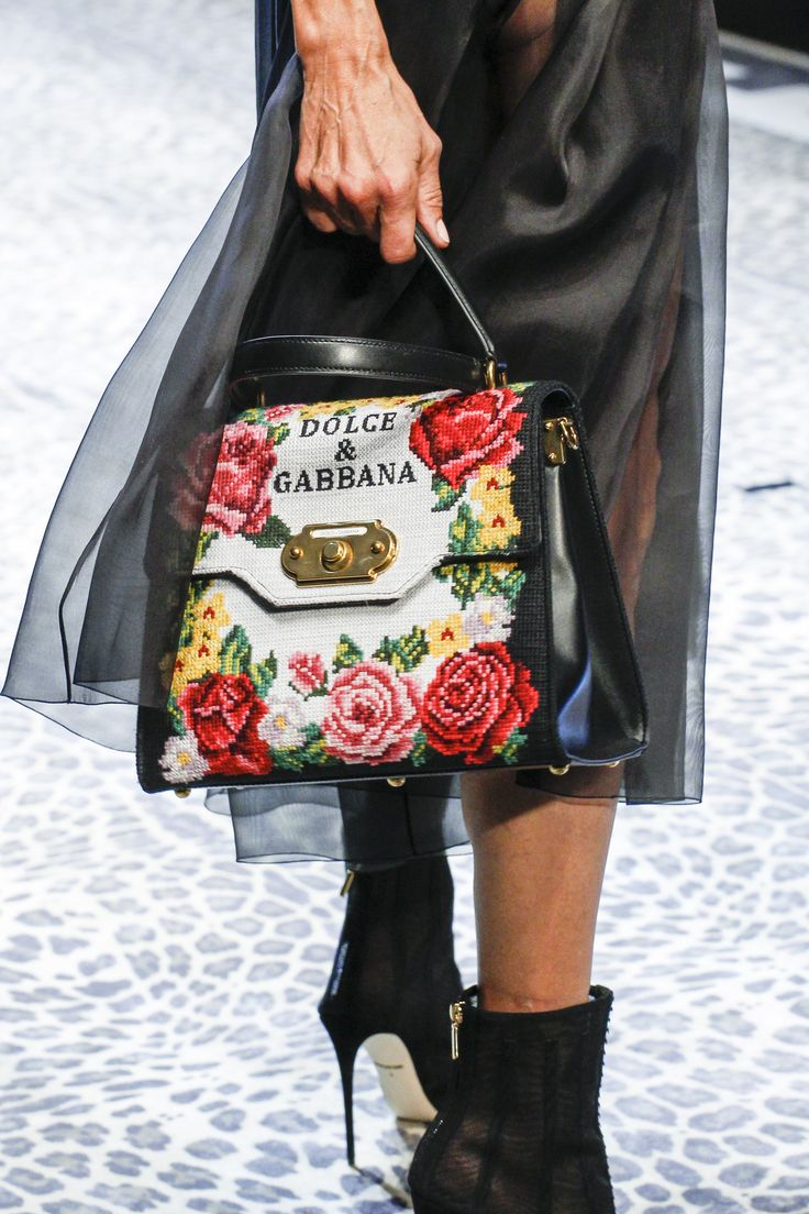 #DolceGabbana #fashion #Koshchenets Dolce & Gabbana Fall 2017 Ready-to-Wear Accessories Photos - Vogue