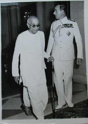 Governor general of India C Rjagopalachari with Lord Mountbatten - 1948