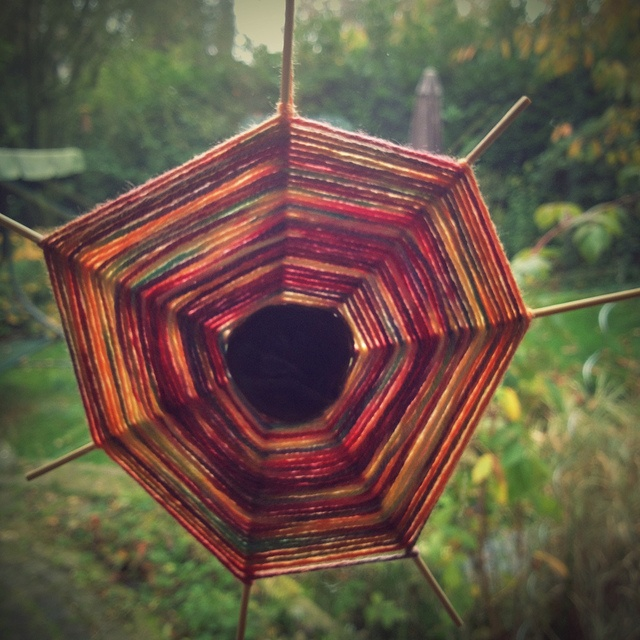 fall craft by oranjebehang, via Flickr I remember these ...70's school crafts. Make a cobweb!?