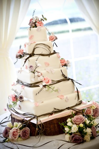 Wedding and whimsical ideas and decorations Love this cake.