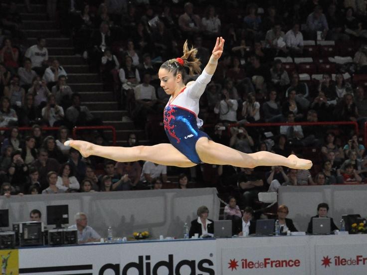 Youna Dufournet, une chance de médaille pour la France en gymnastique. Bonne chance la France!