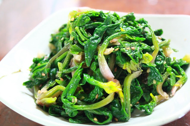Seasoned Spinach (Sigeumchi Namul) | All That Korea