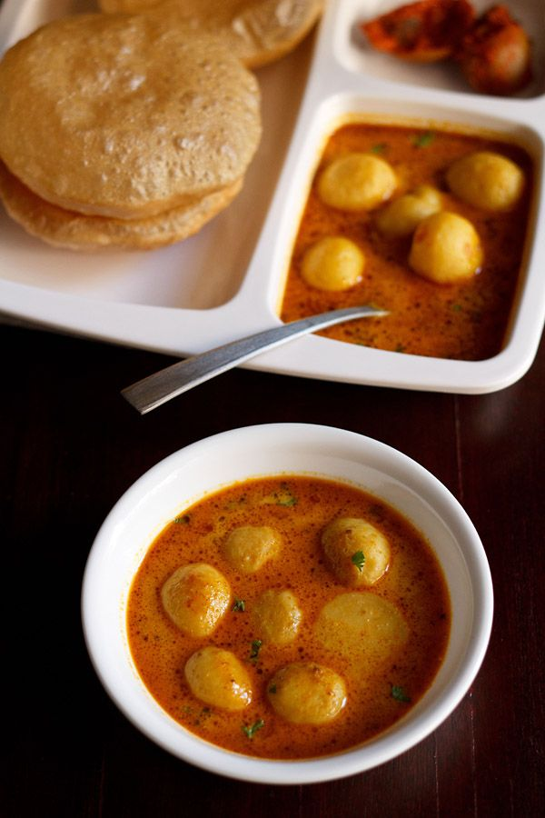 dum aloo recipe UP (uttar pradesh) style – sharing a no onion no garlic version of dum aloo. baby potatoes in a tomato based curry.