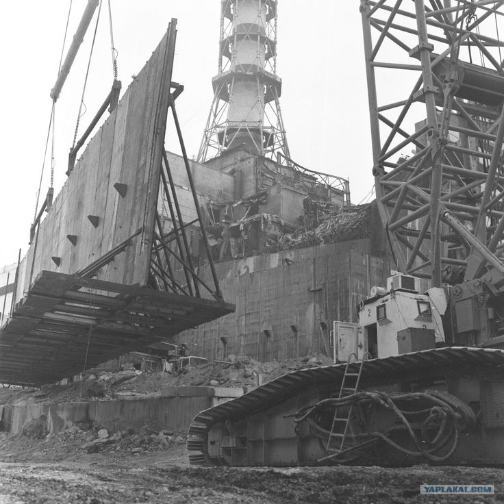 """Construction of the """"sarcophagus"""", a concrete roof over the destroyed Chernobyl reactor, to protect the environment for 30 years."""