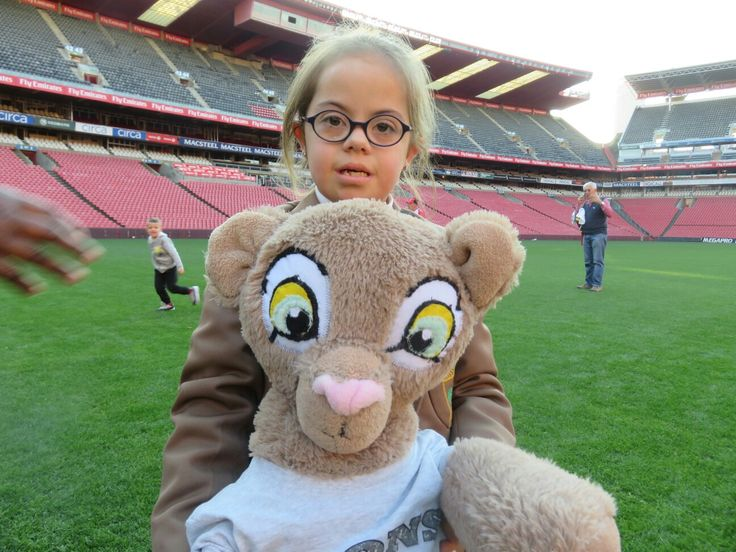 I do love meeting my fellow lioness warriors!  #LeyaTheLion #Liontainment #EmiratesLions #WomenInSport #FemaleMascot #Pinterest #Rugby #Johannesburg #Fans #Red #White