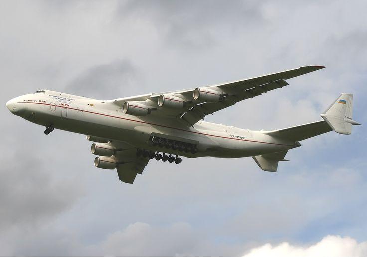 Antonov An-225 Spijkers.jpg