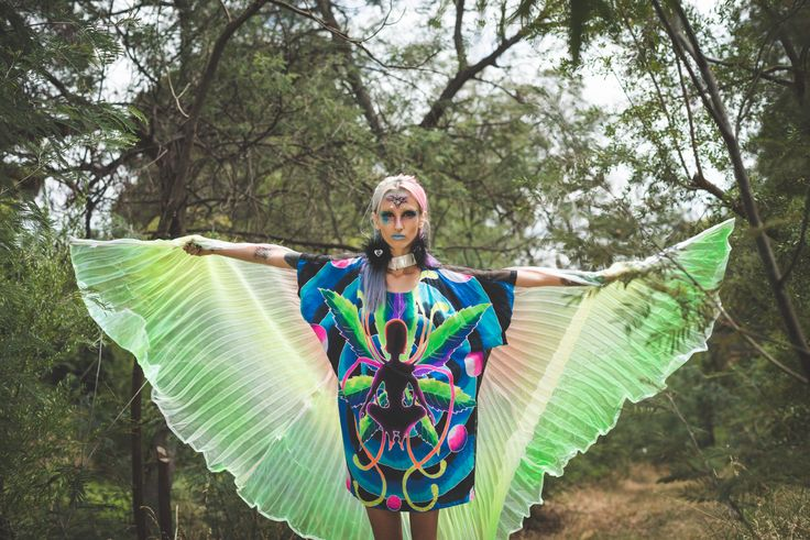 Make a statement on the d-floor with these magical & dream-like wings... In holographic rainbow pleated fabric, theses wings are a doof-queens delight.  http://www.tibbsandbones.com/products/magic-disco-wings