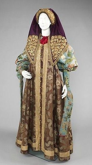 Russian traditional costume. Festive attire of a woman from northern provinces, late 18th – early 19th century. Object from the Metropolitan Museum of Art. #folk