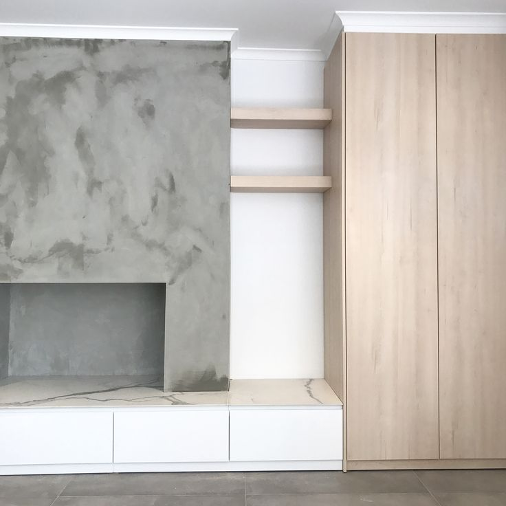 TV unit and entry storage combined in Beaumaris. 2-Pac painted drawer fronts incorporating Polytec Nordic oak woodmatt to flow through from kitchen to tall storage unit and floating shelves, allowing the Quantum quartz QSix+ statuario honed porcelain benchtop to be the show piece.
