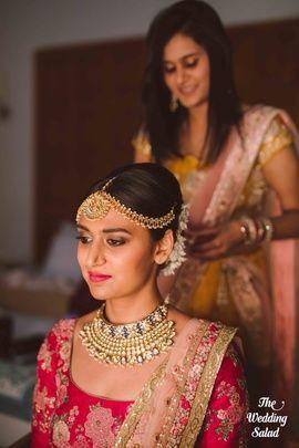 Indian Wedding Jewelry - Polki, Gold and Meenakari Jewelry with a Gold Matha Patti | WedMeGood #indianbride #indianwedding #bridal #jewelry #indianjewelry #polki #meenakari #choker