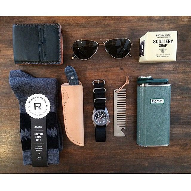 How @northmenswear does Father's Day.. A denim Hawthorn knife and stainless steel comb/opener are featured amongst some other darn fine goods. If you're not around the Laguna Beach area, give Pete a call and he'll get you set up! #Woodnsteel #handmade #menwear #mensfashion #leather #knife #knives #edc #fathersday #dailycarry #dailyfashion #fashion #style #comb #bottleopener #steelcomb #barber #beer
