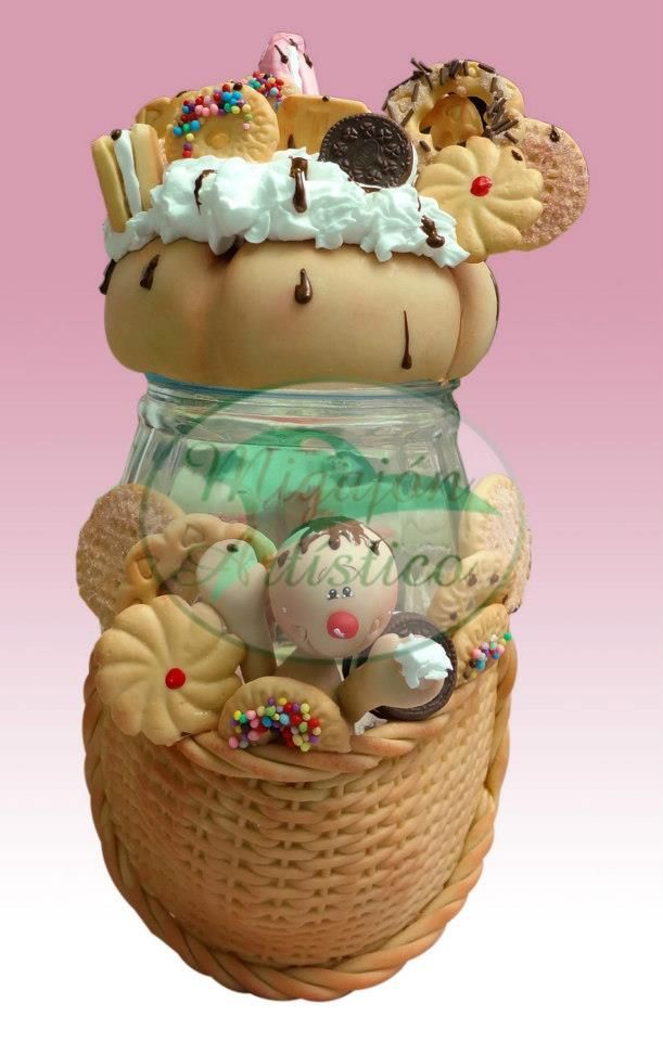 polymer clay, an empty jar and some imagination...great gift idea!