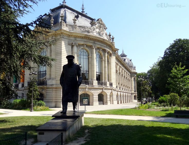 This statue of Winston church was created by Jean Cardot in bronze and can be found in the gardens of the Petit Palais raised up on a small platform.  You may also like www.eutouring.com/images_petit_palais.html