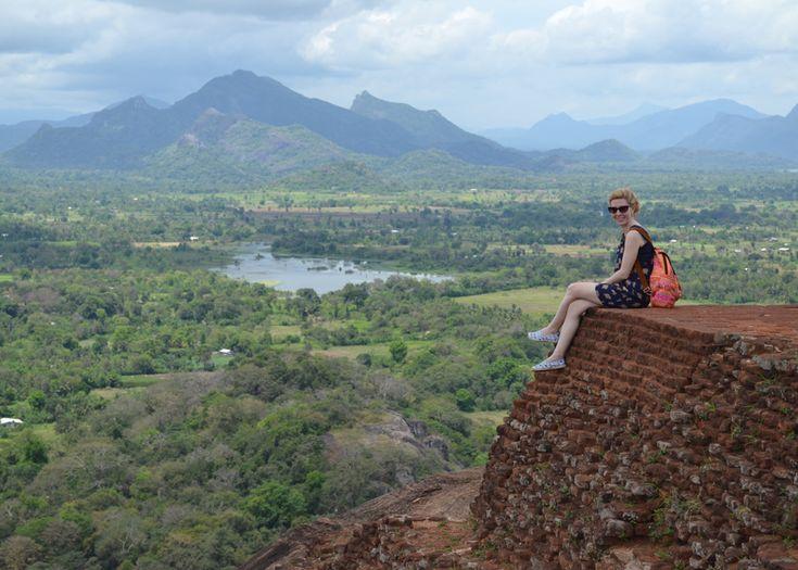 """""""Viajes Singles"""" Cada vez más gente viaja sola. Para aquellos que se atreven a disfrutar de un viaje individual y a su aire, diseñamos una ruta completamente a su medida para que no se pierda nada de la Sri Lanka, aproveche al máximo sus vacaciones y disfrute de los encantos genuinos de esta isla."""