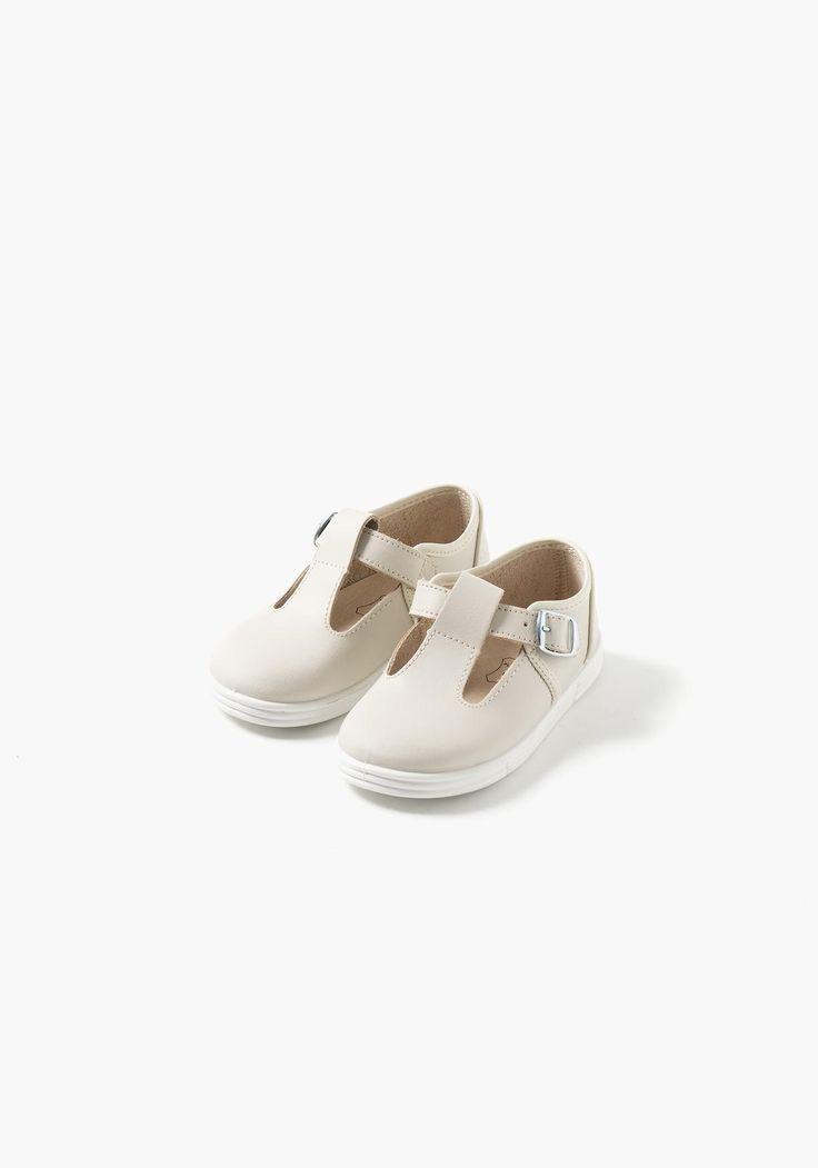Zapatos de piel para bebé niño con cierre de hebilla. Fabricados en EspañaComposición Empeine:PielComposición forro:PielComposición Plantilla:PielComposición Suela:Otros Materiales
