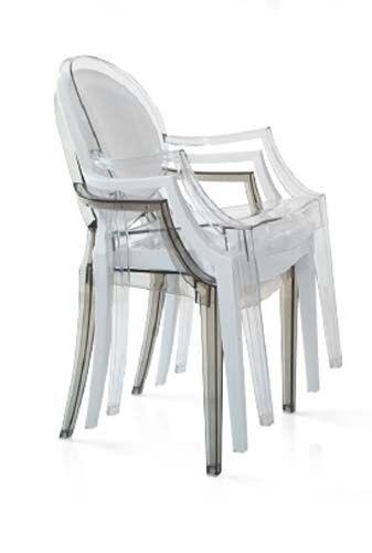 Sedia trasparente con braccioli KC0067. Sedia in plexiglass trasparente che imita la sedia Ghost di Kartell. Dimensioni 38,5l x 50p x 91h cm.