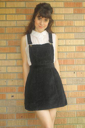 J'aime les robes salopettes.