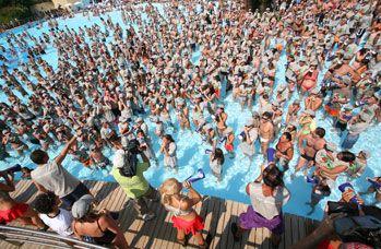 Super divertimento in piscina all'Aquafan di Riccione. Il posto giusto per il divertimento al mare.