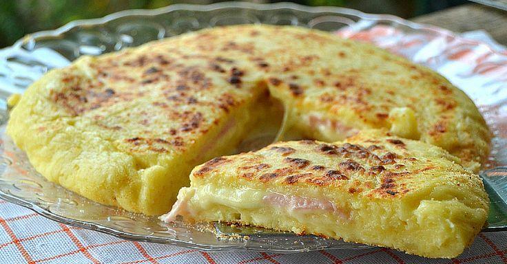 Křehká plněná bramborová pizza z pánve | Čarujeme