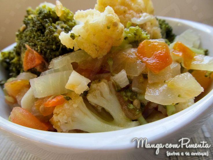 Refogado de brócolis e couve-flor, clique na imagem para ir ao Manga com Pimenta para conferir a receita.