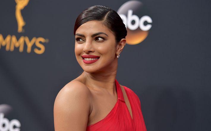 Download imagens Priyanka Chopra, A atriz indiana, sorriso, Bollywood, vestido vermelho, mulher bonita, retrato, Mulher indiana