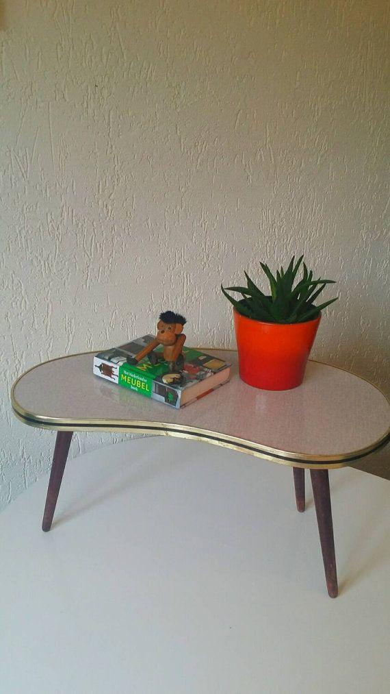 Lintérieur musthave pour 2016. Planttables original. Cette origine soixante table dispose dun haut de forme et de formica de rein. Le formica est avec gris. En bon état. Pas de dommages. Haut Dim : 55 x 27 cm Hauteur : 28 cm