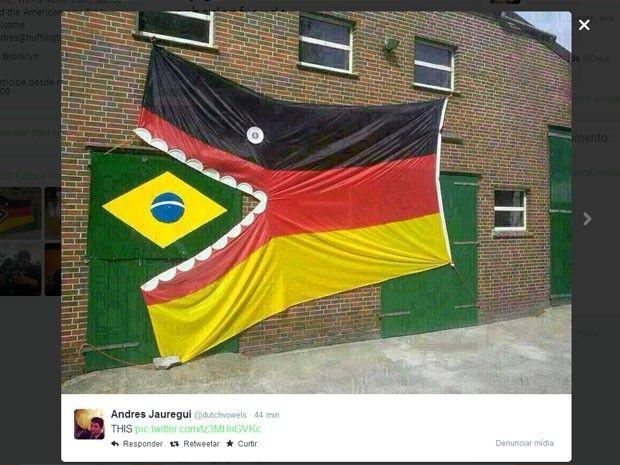 Internautas publicam imagem de bandeira da Alemanha engolindo a do Brasil para fazer piada sobre a goleada alemã na Copa. 08/07/2014.