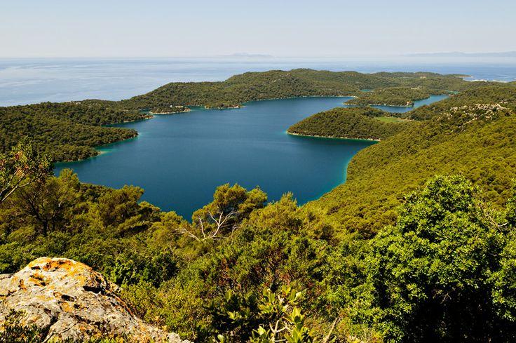 #Croatie - Grand lac salé depuis Montokuc à Mljet #Croatia #Hrvatska