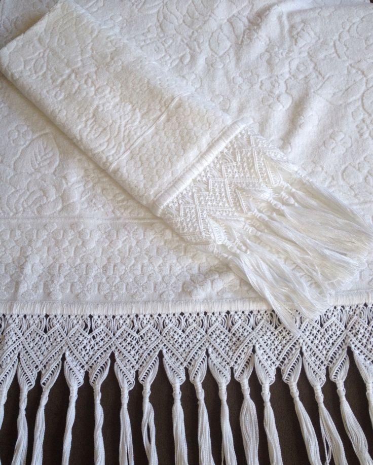 Jogo de toalhas Buddemeyer banho e rosto com macrame. Ateliê da Pri.