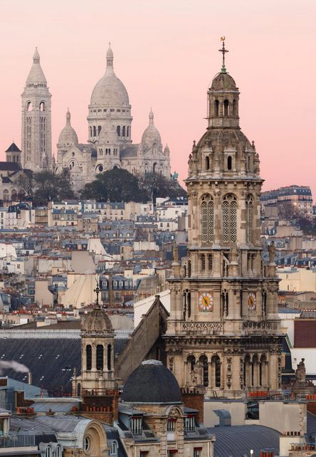 Basilique du Sacré-Coeur, perched at top of Butte de Montmartre, Paris.