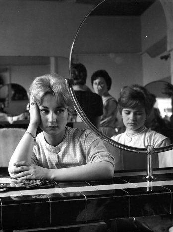 Salon de coiffure   Avril 1959  ¤ Robert Doisneau   Atelier Robert Doisneau