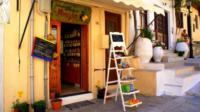 """""""Beyiri"""", a cooperative grocery store in Rethymno"""