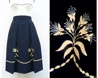 40's Black skirt with large flat folds, flocked yellow flowers, cold wool, ultra elegant! Artisanal design, unique and rare item.