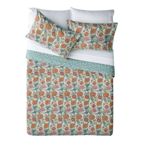All Over Flowers Queen Quilt Cover Set For Real Living Floral http://www.we-are-scout.com/2015/03/new-real-living-x-freedom-collection.html