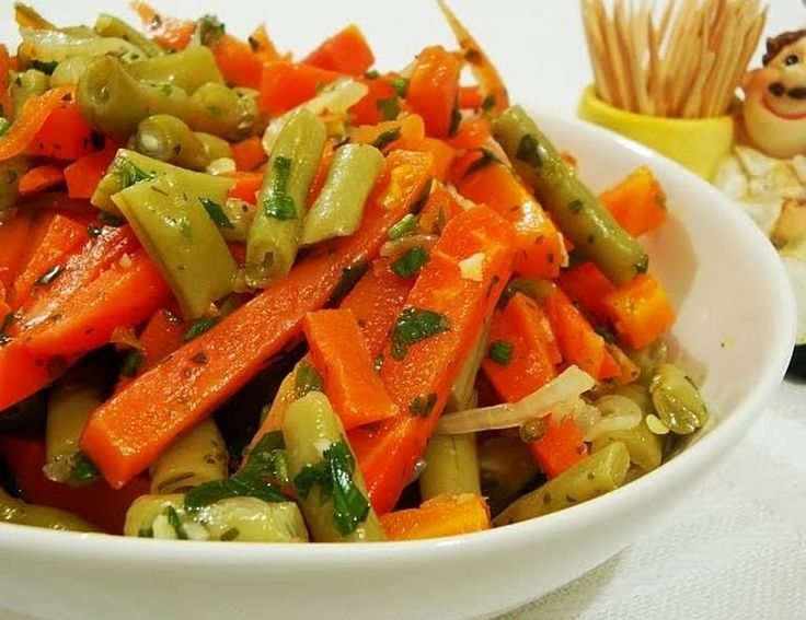 Salada de Vagem com Cenoura (vegana) Veja a receita: Culinária Vegetariana Brasileira   #vegan #receitasvegetarianas #receitas #recipe #receta #salada #vagem #cenoura #alimentaçãosaudável #delícia #vegano