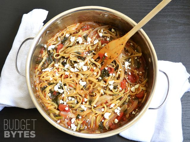 All of the ingredients for this Italian Wonderpot cook together to make an incredibly fast, flavorful, and easy weeknight meal. BudgetBytes.com above