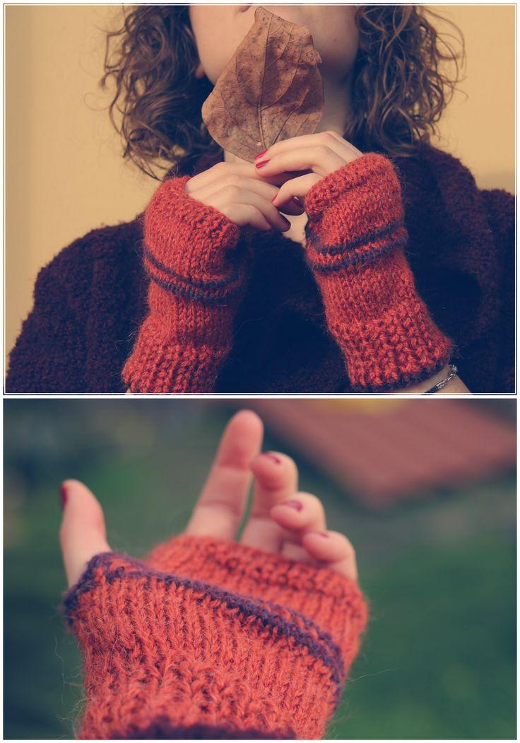 Fingerless wool gloves - Guanti senza dita lavorati ai ferri artigianalmente viola e ruggine. Ferri: 4  Punti: maglia rasata e coste http://www.artemisiashop.it/