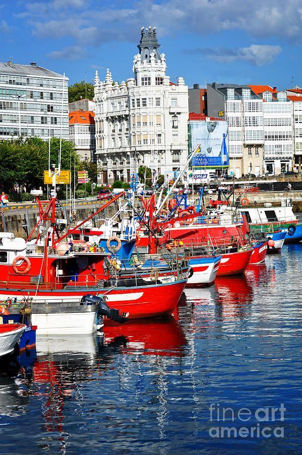 Barcos en la Marina La Coruña