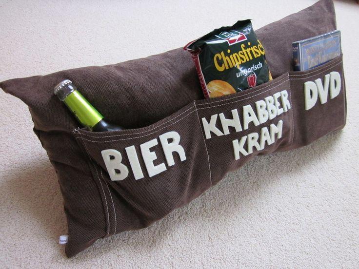 Ein tolles Geburtstagsgeschenk für Männer! Knabberzeug, Bier und die richtige DVD immer gleich griffbereit .-). Das must-have für den gepflegten Mann von heute xD