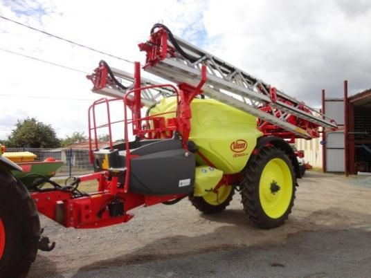 Colorful #Vicon IXTRACK c40 trailed #sprayer ! For more trailed spayers, check out http://www.agriaffaires.co.uk/used/1/trailed-sprayer.html