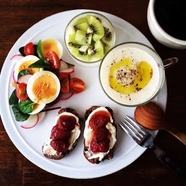 .@keiyamazaki | Today's breakfast. Naganegi Onion soup. 長ネギのポタージュ。 ついでにお知らせ... | Webstagram