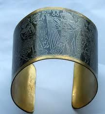 em-bracelet