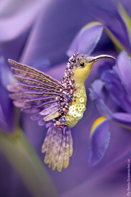 """Миниатюрная брошь ручной работы """"Лавандовая птица"""" / Embroidered fabric brooch Bird"""
