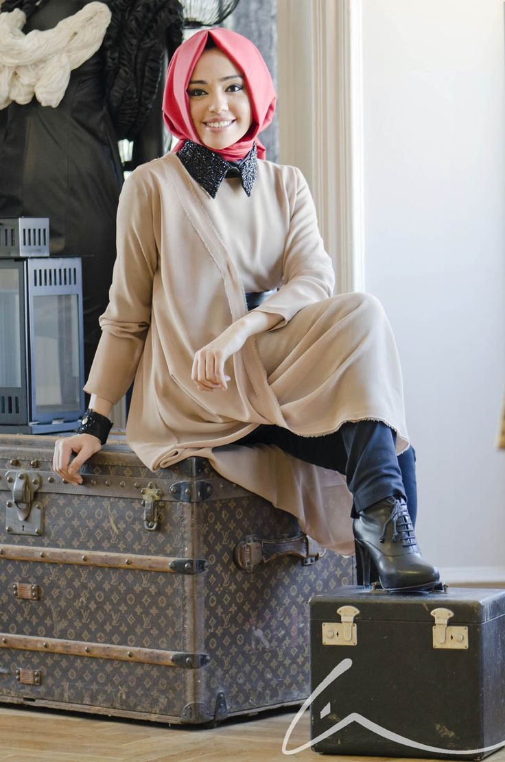 #hijab...not feeling her scarf flow but everything else is HOT!!! I could def rock this -Khalida