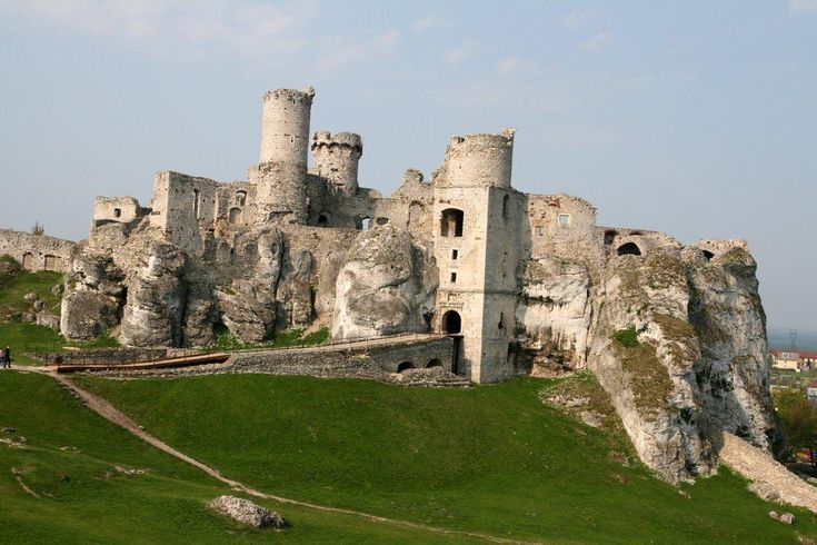 Zamek Ogrodzieniec, Podzamcze