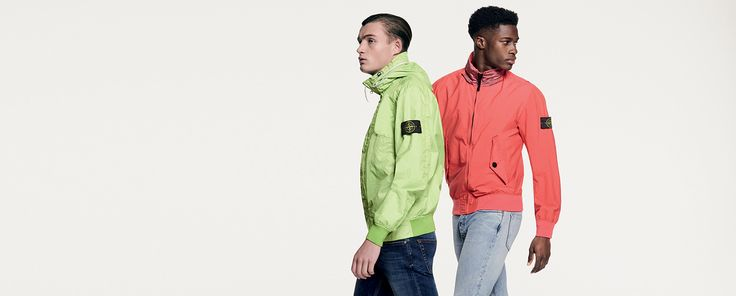 Discover the Stone Island collection of coats, jackets and down jackets. Shop on the Official Store, with secure payment and fast shipping.