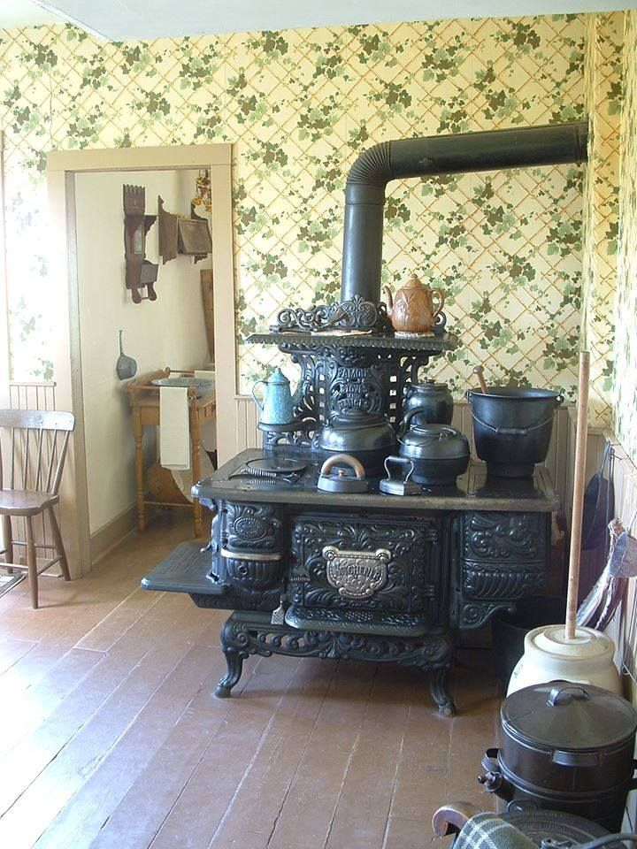 Cook stove in old farm house this way i can feel like i 39 m for Classic house voices