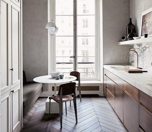 Binnenkijken. Klassiek minimalisme in hartje Parijs - ELLE.be